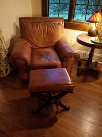 Pair of leather arm chairs ASHBURN