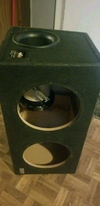 black and brown subwoofer enclosure Pontiac, 48340