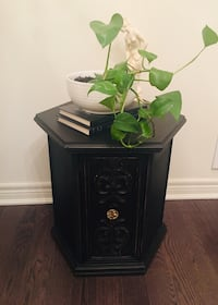 Solid wood side table ( Delivery Available ) East Gwillimbury, L0G