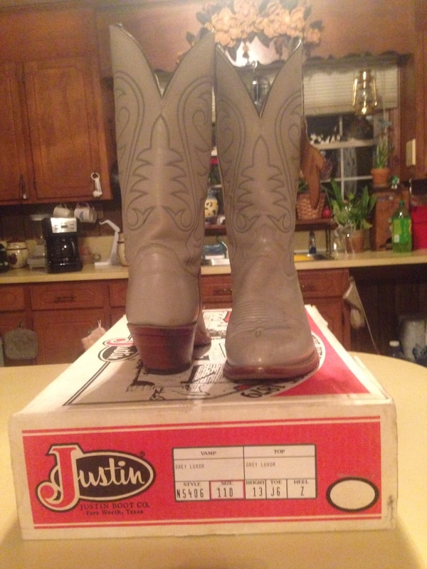 28b36c4cf63 Pair of beige justin boots leather deep scallop snip toe chunky heeled  knee-high cowboy boots with box
