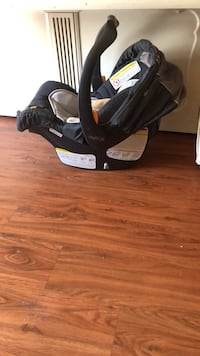 baby's black and gray car seat carrier Fairfax, 22033