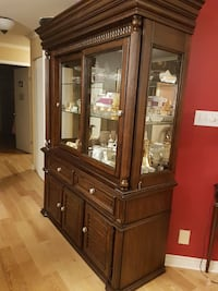 Wooden hutch. 2 piece Solid wood.  Boisbriand, J7H