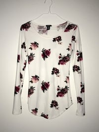 white and black floral scoop-neck long sleeve shirt Fort Atkinson, 53538