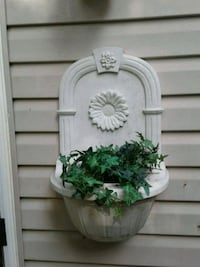Wall decor with faux ivy