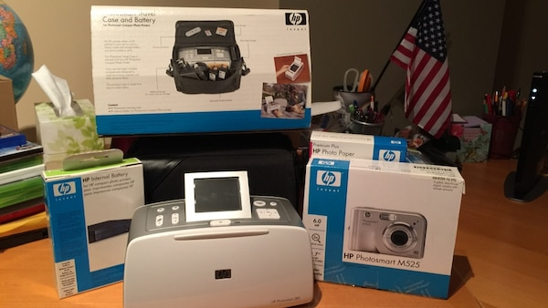 HP Photosmart 385, Photosmart Camera M525 with case(never used), internal Battery(never used),Premium plus HO photo paper 100 sheets(unopened)...excellent condition.