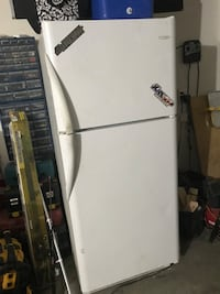 white top-mount refrigerator Hesperia, 92345