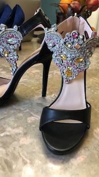 Pair of women's black-and-gray leather ankle-strap open-toe heels 7.5 Huntersville, 28078