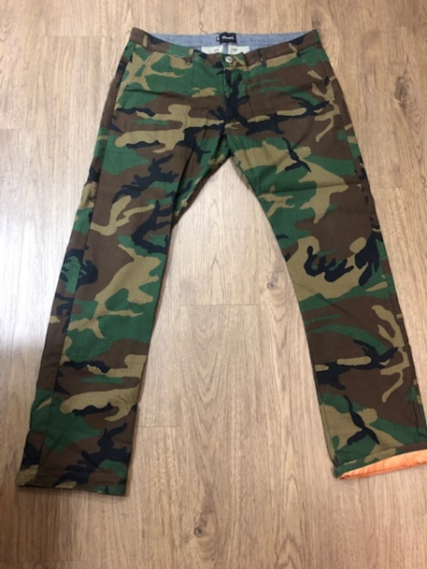 fa2a88b33f872 Used Very New Diamond Supply Chino Camo Pants Size 3 for sale in Los Angeles