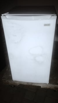 White magic chef mini fridge