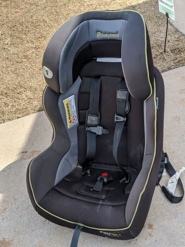 Toddler car seat e02a8a9c-c3d3-405b-9387-3d0910f1ffb7