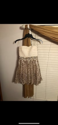 women's white and gold homecoming/prom dress (size 5) Wheaton, 60189