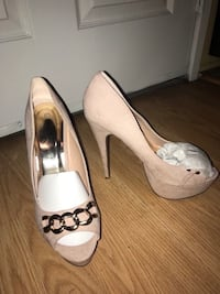 Ladies shoes size 8 1/2 Brand new Los Angeles, 91401
