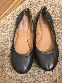 Pair of black lucky Brand leather flat shoes size 10 women's  Thousand Oaks, 91360