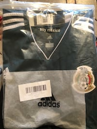 size L black and white Adidas jersey shirt with pack