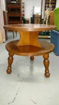 round brown wooden side table Idaho Falls, 83401