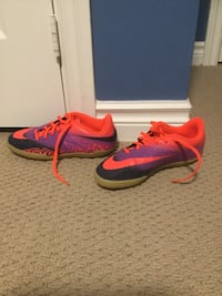 Hypervenon Nike indoor soccer shoes (size 5.5) perfect condition East Gwillimbury, L0G 1V0