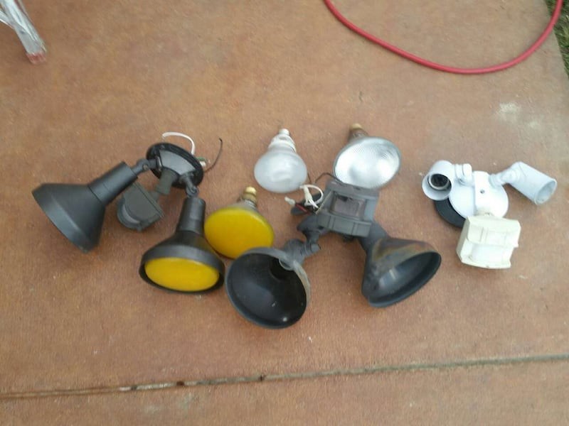 Assorted stage lights 3049003c-67b4-40f7-9801-98e2ad4dee71