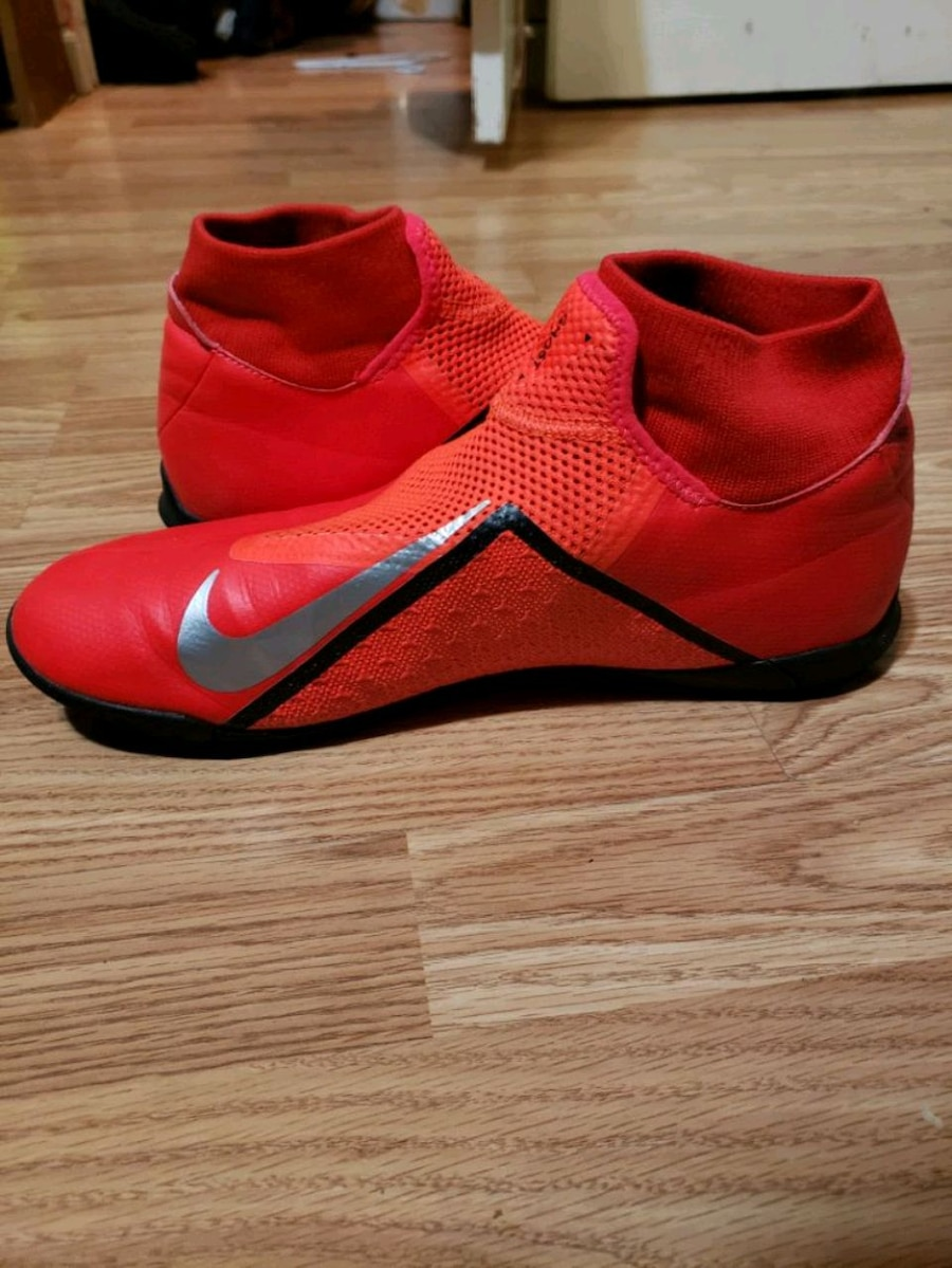 Photo Nike turf/indoor soccer shoes