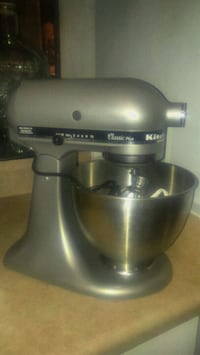 New KITCHEN AID  Classic plus Stand mixer!  Toronto, M4Y 2P1