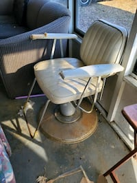 Old barber chair  Clarksville, 47129