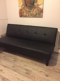 tufted black leather sofa chair Québec, G1H 5G4