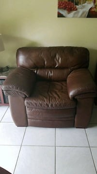 Brown leather single couch, good condition  Miami, 33186