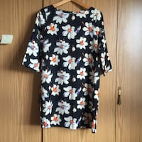 Black and flowery dress null