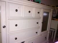 Entire bedroom set: white wooden 3-drawer dresser Avon, 06001