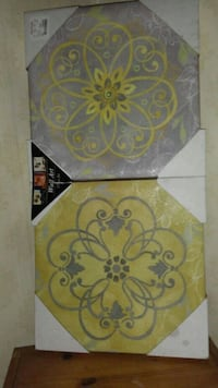2 canvas wall decorations still in package brand n Wooster, 44691