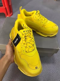 Unisex yellow sneakers  Las Vegas