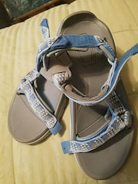 pair of gray-and-black sandals Orland Park, 60467