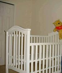 Crib and Changing Table Burke, 22015