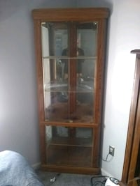 Curio cabinet used like new Pasadena, 21122