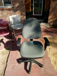 Gray office chair. El Paso, 79936