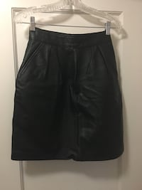 Black Leather Skirt lined size small Vancouver, V5K