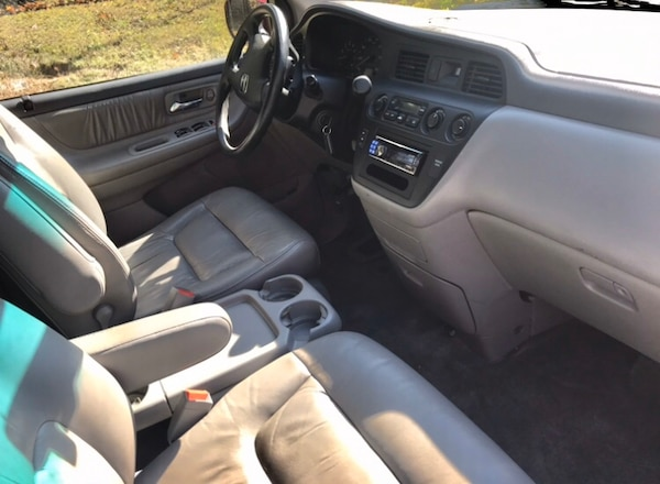 2002 Honda Odyssey' leather Drives great ' reliable 46d99d9e-fcb8-4ba9-81f3-7bc075766231
