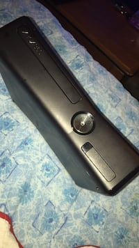 black Xbox 360 console with controller Oxon Hill, 20745