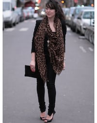 *New* large Louis Vuitton Leopard scarf Edmonton, T5T 3E2