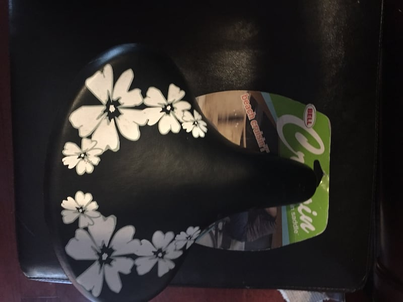 Bell Lily Cruisin Bike Seat w/ flowers 3f826876-c771-4edf-ae0d-9d92057917bf
