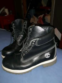 Mens size 9 Timberland Boots