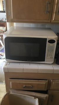 white and black microwave oven Glendale, 91204