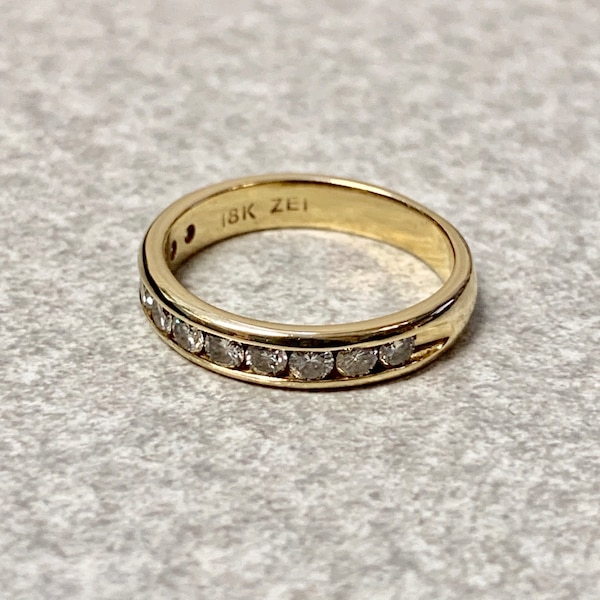Genuine 18k Gold Diamond Wedding Band Ring c66f8a9e-882f-4cb2-910c-ce6f94d5f8ed