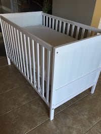 white wooden crib with mattress 拉瓦尔, H7G 1H8
