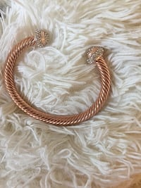 "GUESS ""NEW""rose gold bangle bracelet Vancouver, V6E"