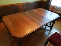 Antique dining room table Elburn, 60119