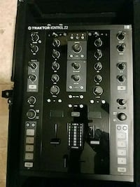 Traktor Z2 Mixer with case Manassas, 20112