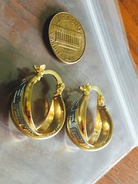 pair of gold-colored earrings Sayreville, 08872
