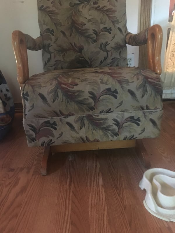 Old rocking chair  305057b2-df29-4b3c-85dd-b588e208b448