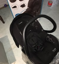 Black MaxiCosi car seat and base (can be used w/o base)