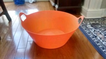 Nwt Large tub great for drinks or kids toys